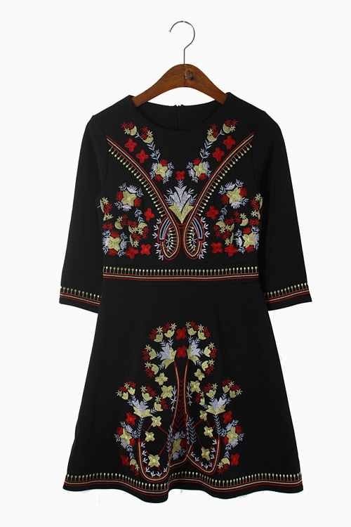 EMBROIDERY POLY JERSEY DRESS 리가먼트
